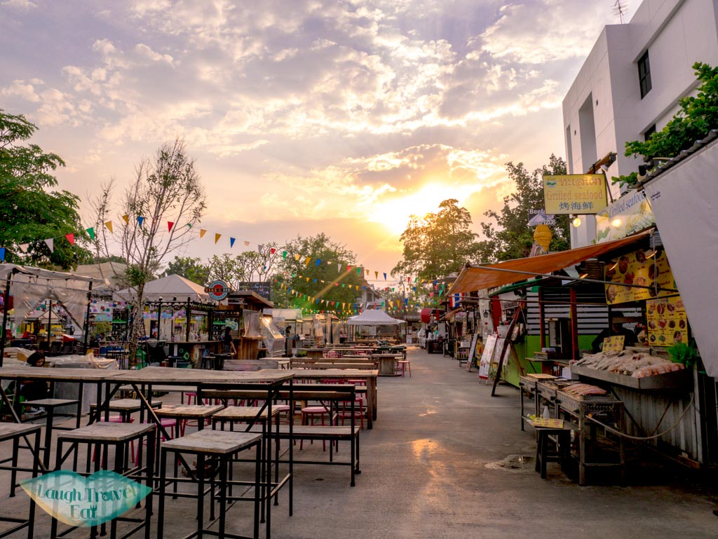 The-Ploen-Ruedee-Market-Night-Bazzar-Chiang-Mai-laugh-travel-eat