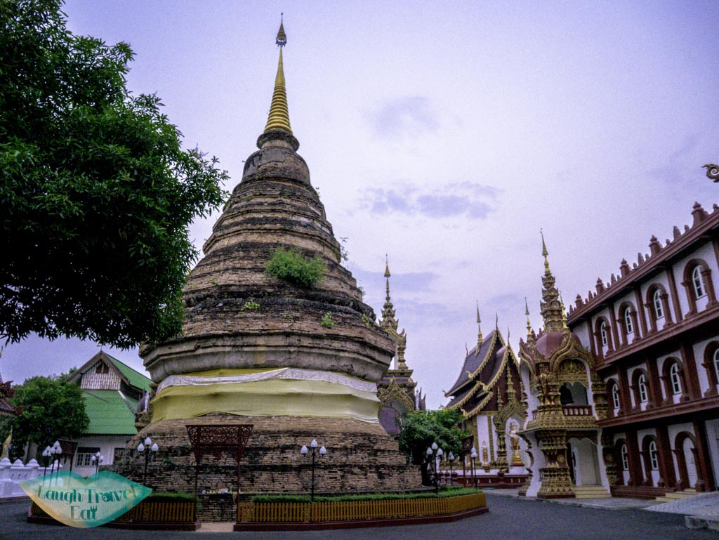 Wat-Saen-Muang-Ma-Luang-chedi-thailand-laugh-travel-eat