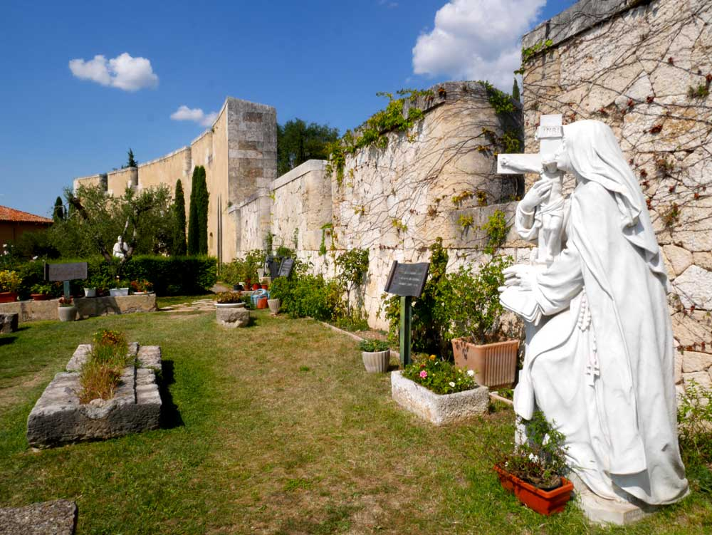 A small garden to the Santuario Nostra Signora di Lourdes, Verona, Italy | Laugh Travel Eat