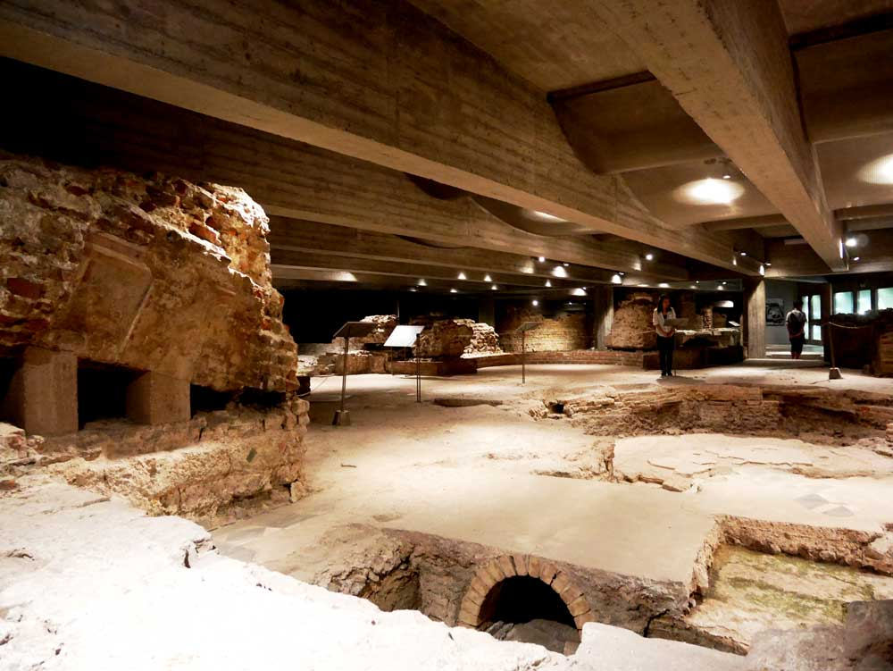 The archaeological site at the basement of Duomo, Duomo di Milano, Milan, Italy | Laugh Travel Eat