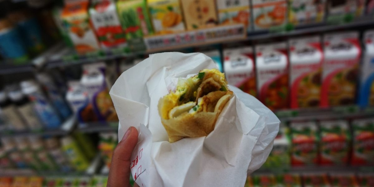 Egg roll at FengJia Night Market, Taichung, Taiwan | Laugh Travel Eat