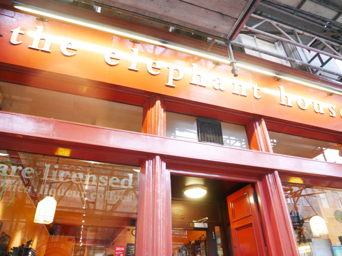 Front of The Elephant House, a cafe in Edinburgh where J.K. Rowling wrote much of Harry Potter | Laugh Travel Eat