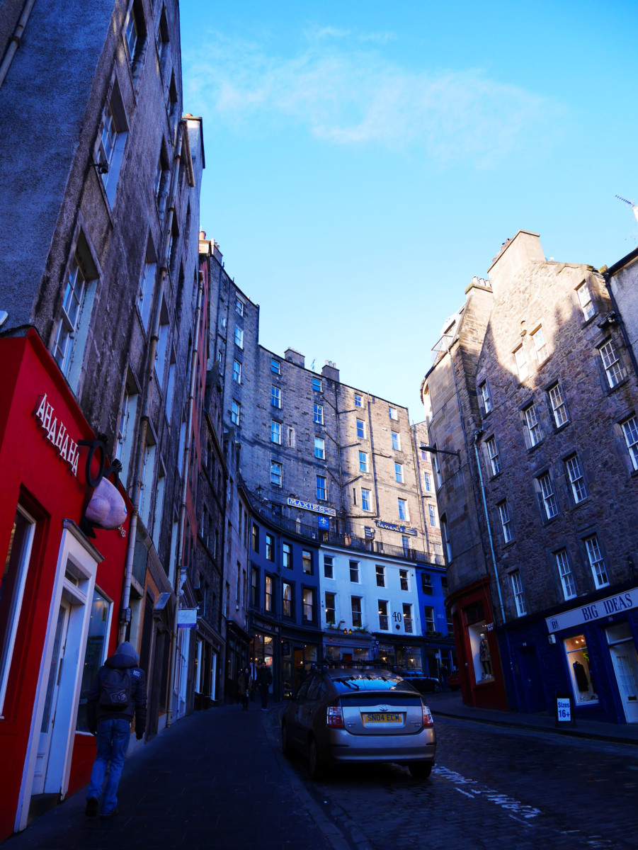 Victoria Street in Edinburgh at an angle, the place where J.K. Rowling based Diagon Alley on | Laugh Travel Eat