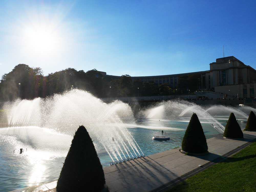 The fountain of Warsaw, Garden of Trocadero, Paris | Laugh Travel Eat