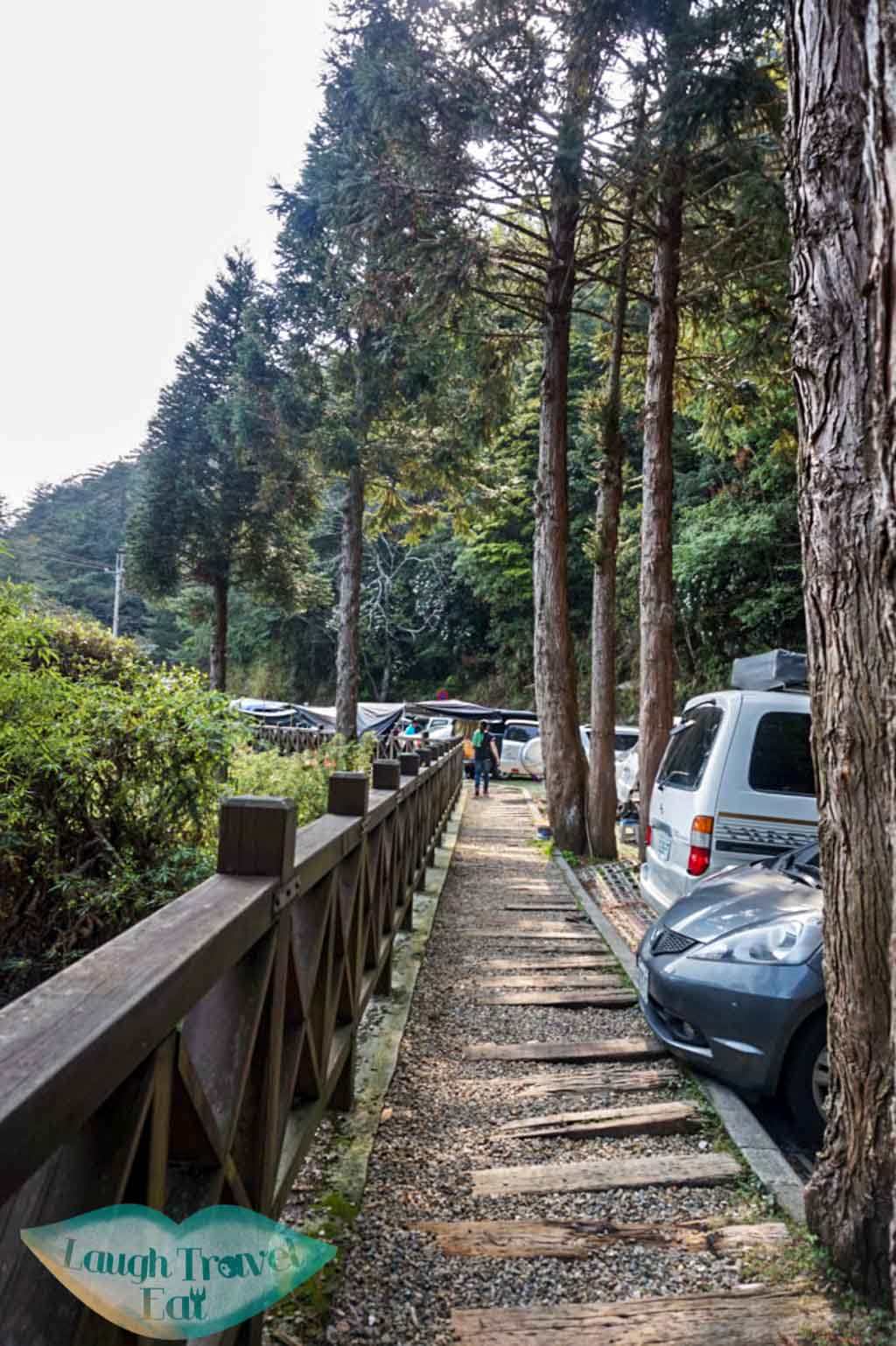 Parking spaces available near 27K mark along Dasyueshan Trail in Taichung - Laugh Travel Eat