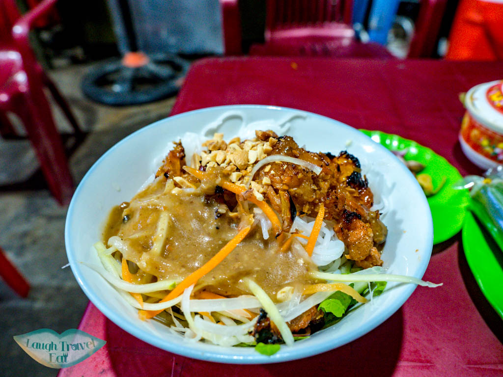 Bun Thit Nuong Quan an ba Tung hue vietnam - laugh travel eat