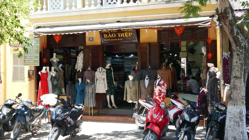 Tailor shop in Hoi An, Vietnam | Laugh Travel Eat