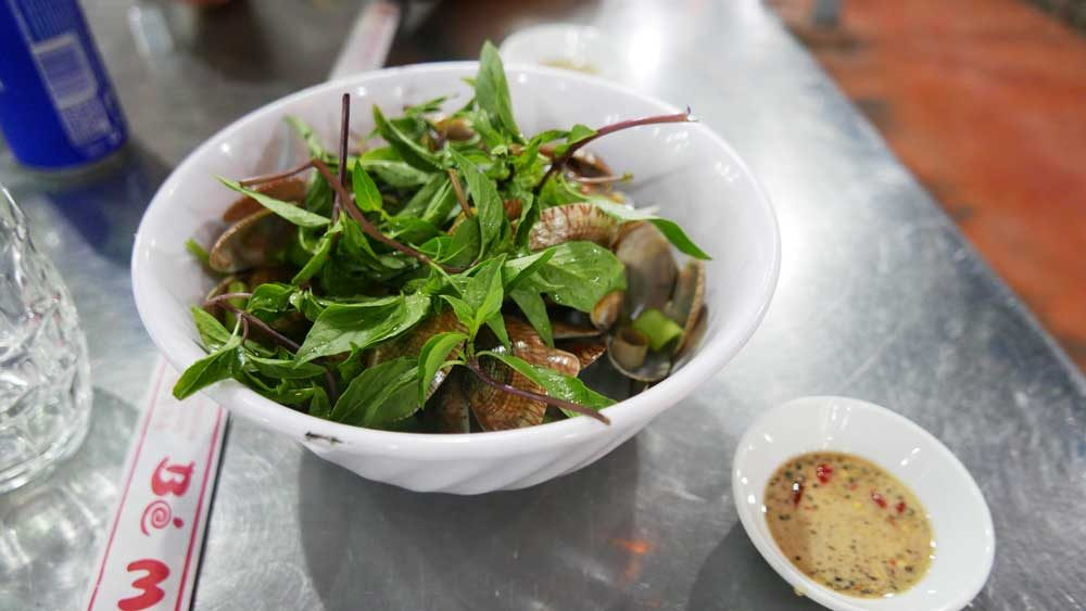 Quan b man b seafood mussels, Danang, Vietnam | Laugh Travel Eat