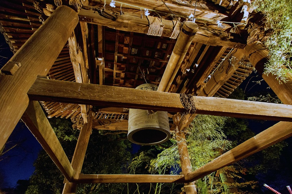 Japanese Temple Bell, rings 108 times for he New Year   Laugh Travel Eat