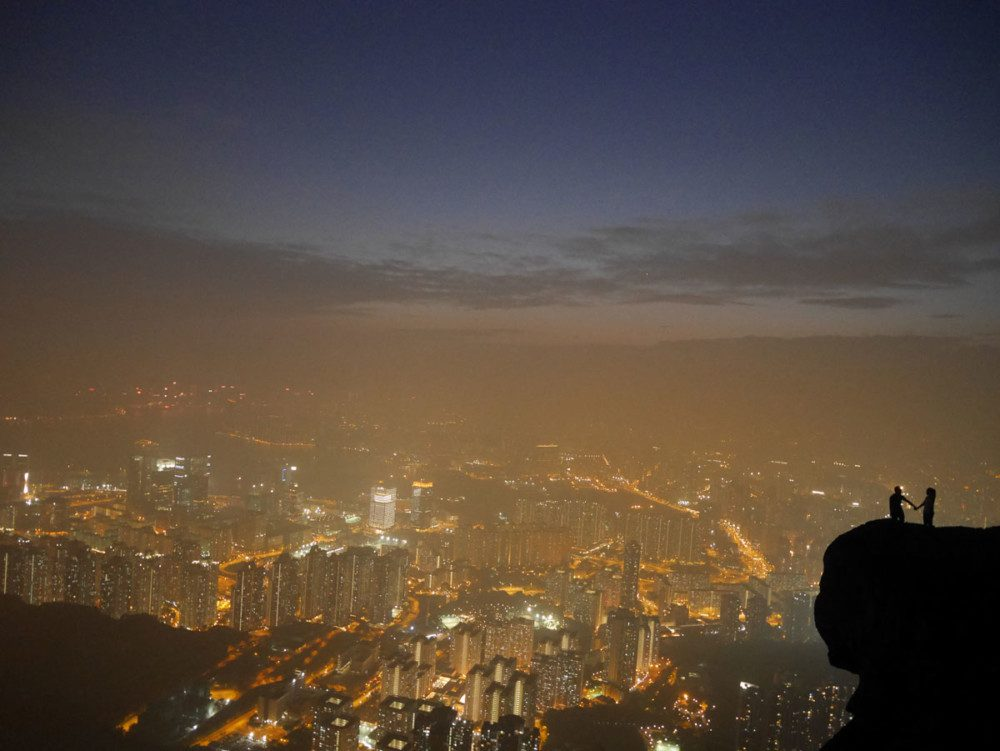 Suicide cliff, couple holding hands, kowloon peak, hong kong | Laugh Travel Eat