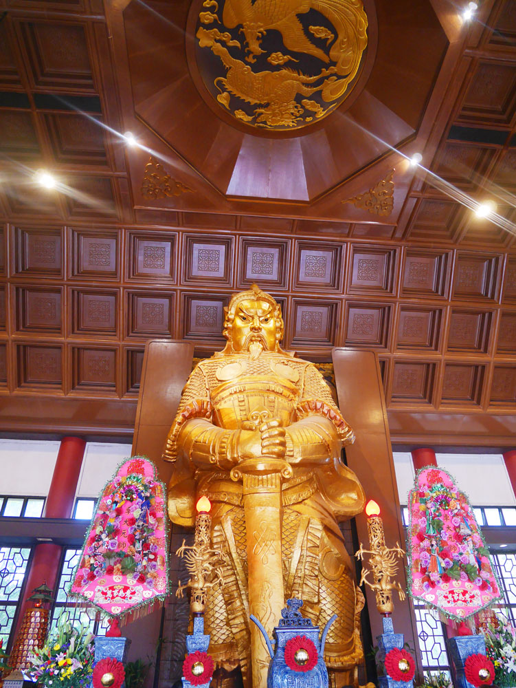 Che Kung statue inside the temple, Shatin, Hong Kong | Laugh Travel Eat