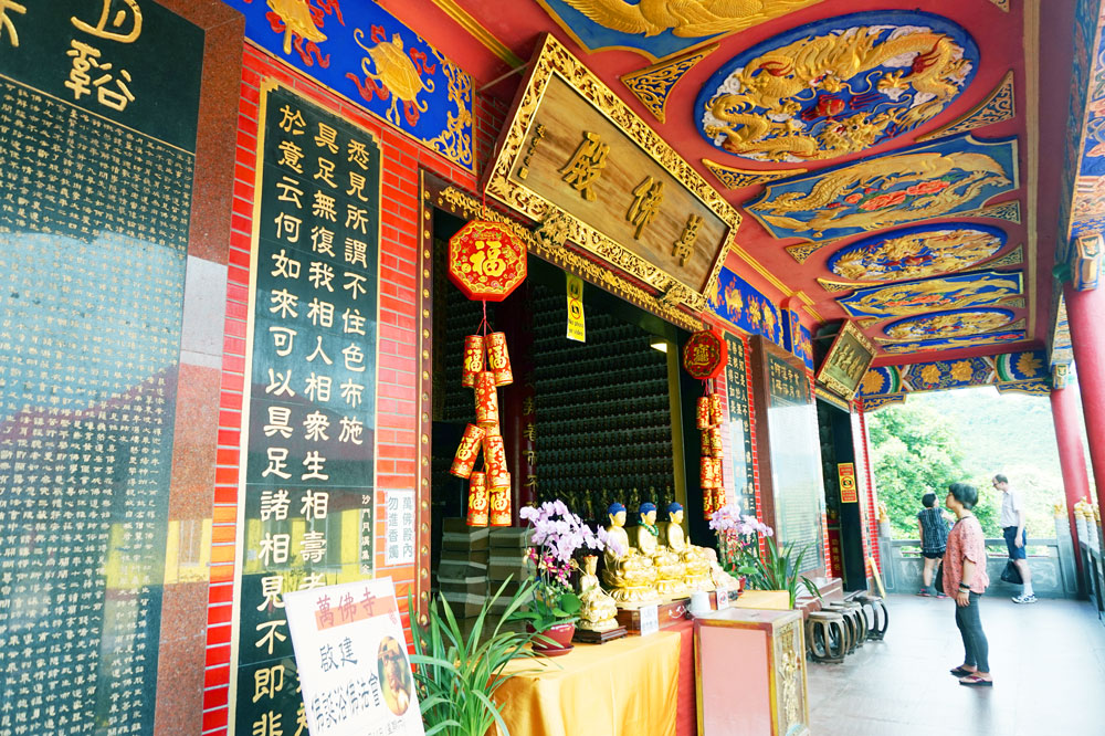 Ten Thousand Buddhas Monastery hall, Shatin, Hong Kong | Laugh Travel Eat