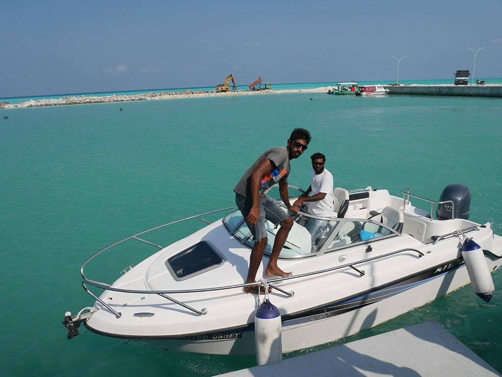 Speed boat sin Maldives | Laugh Travel Eat