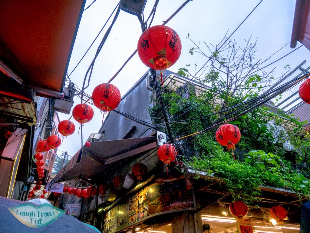 Intersection between Jishan and Shuqi Street Jifen Old Street Ruifang Taiwan | Laugh Travel Eat