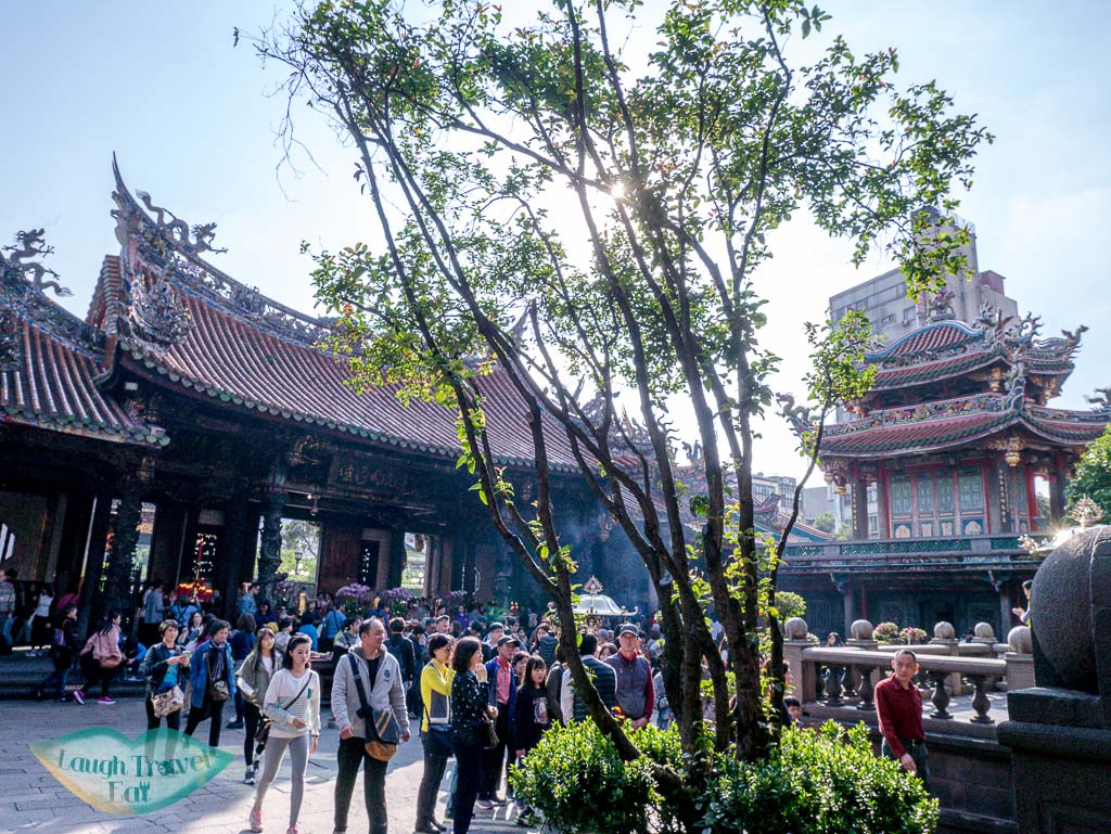 inside lungshan temple taipei taiwan - laugh travel eat-2