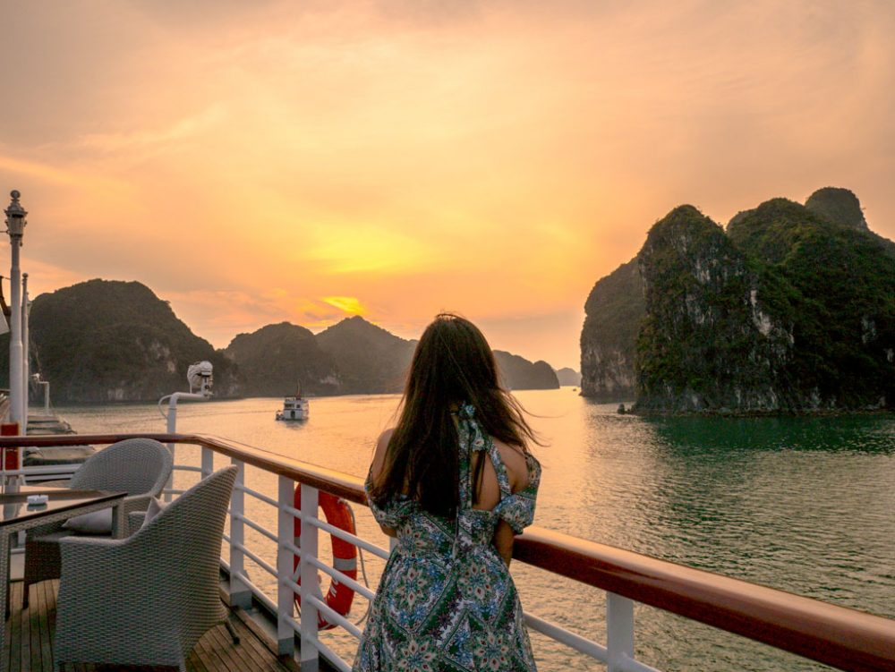 sunset-halong-bay-northern-vietnam-laugh-travel-eat