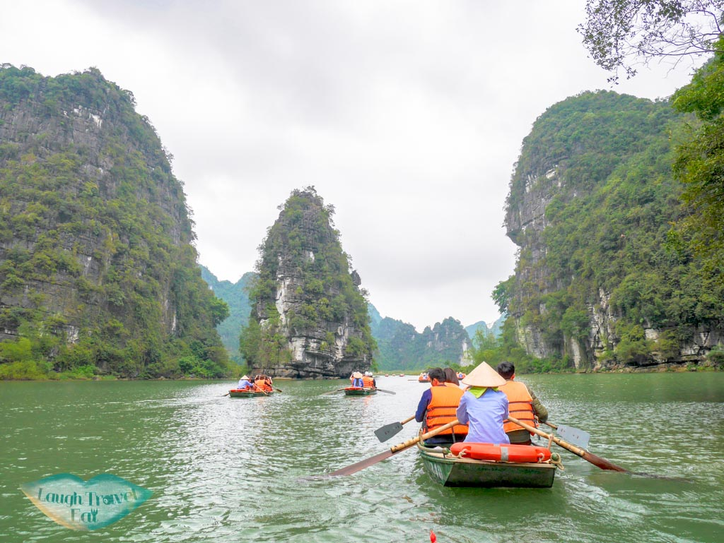 boat-trip-trang-an-ninh-binh-vietnam-laugh-travel-eat
