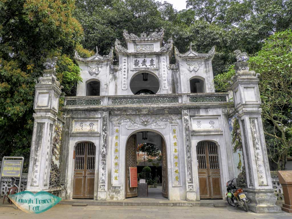 front-entrance-of-Taoist-Temple-Quan-Thanh-hanoi-vietnam-laugh-travel-eat