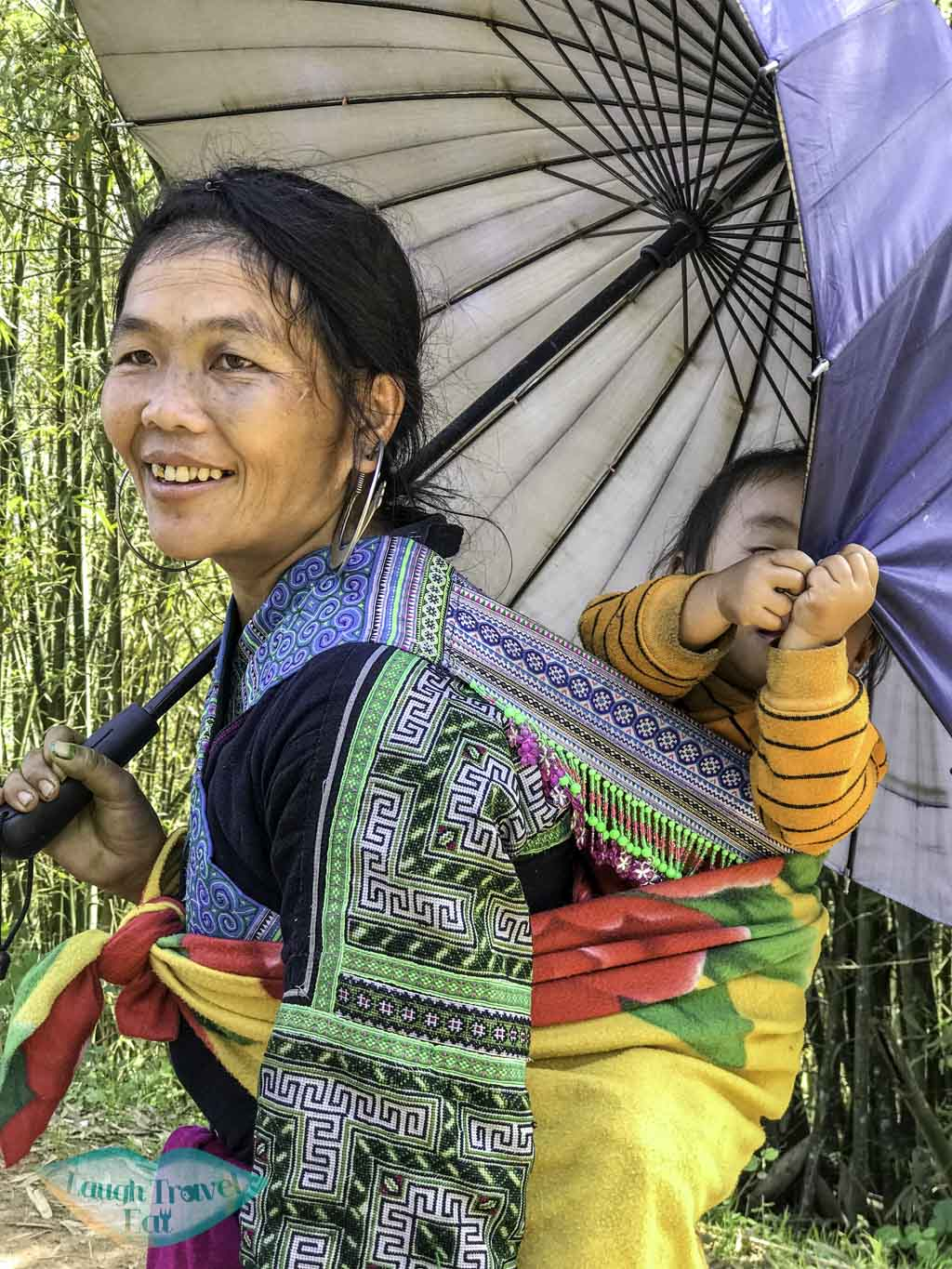 hmong-woman-with-child-sapa-northern-vietnam-laugh-travel-eat