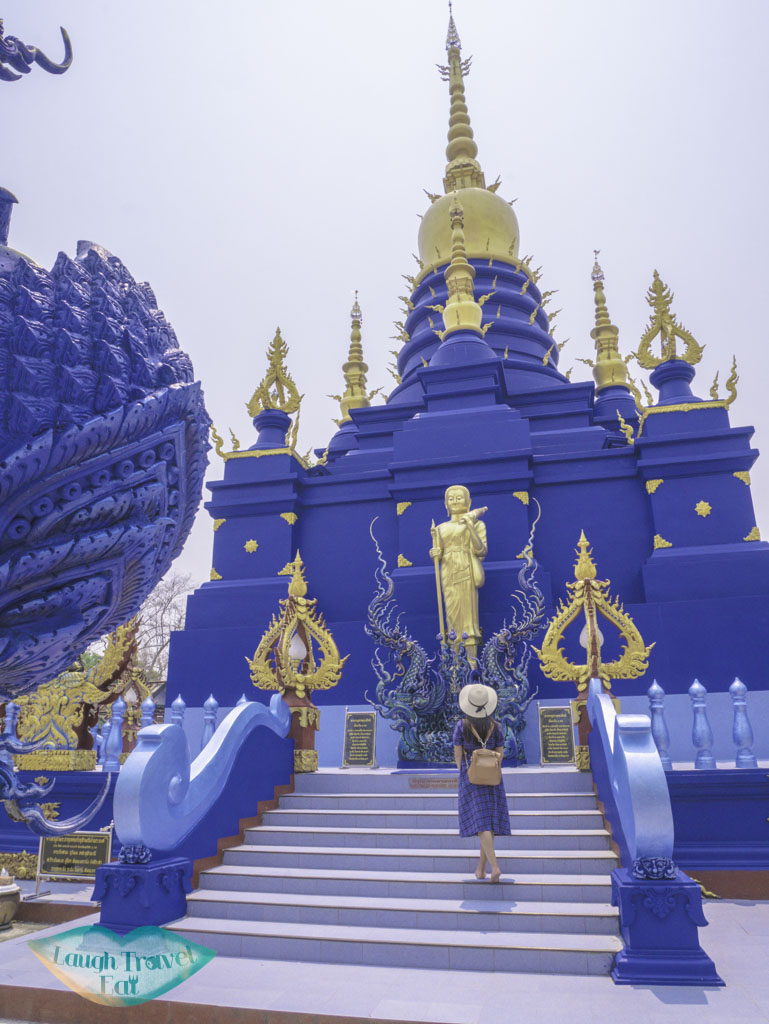 me-at-the-blue-temple-chiang-rai-thailand-laugh-travel-eat