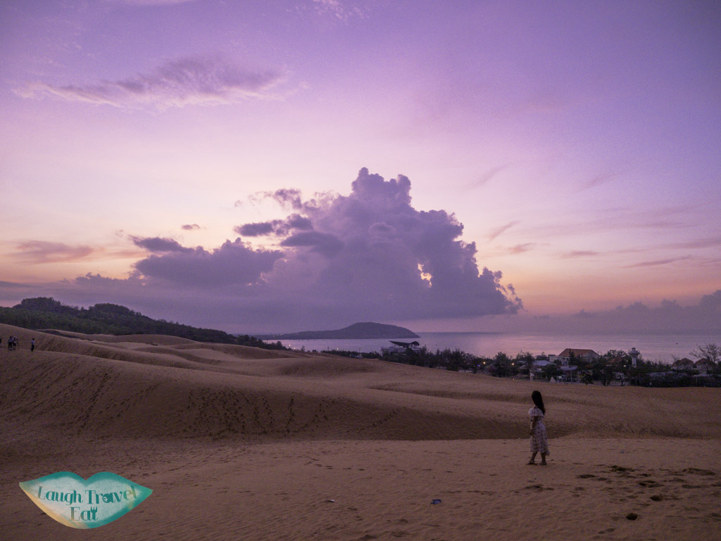 red-sand-dune-sunrise-mui-ne-vietnam-laugh-travel-eat