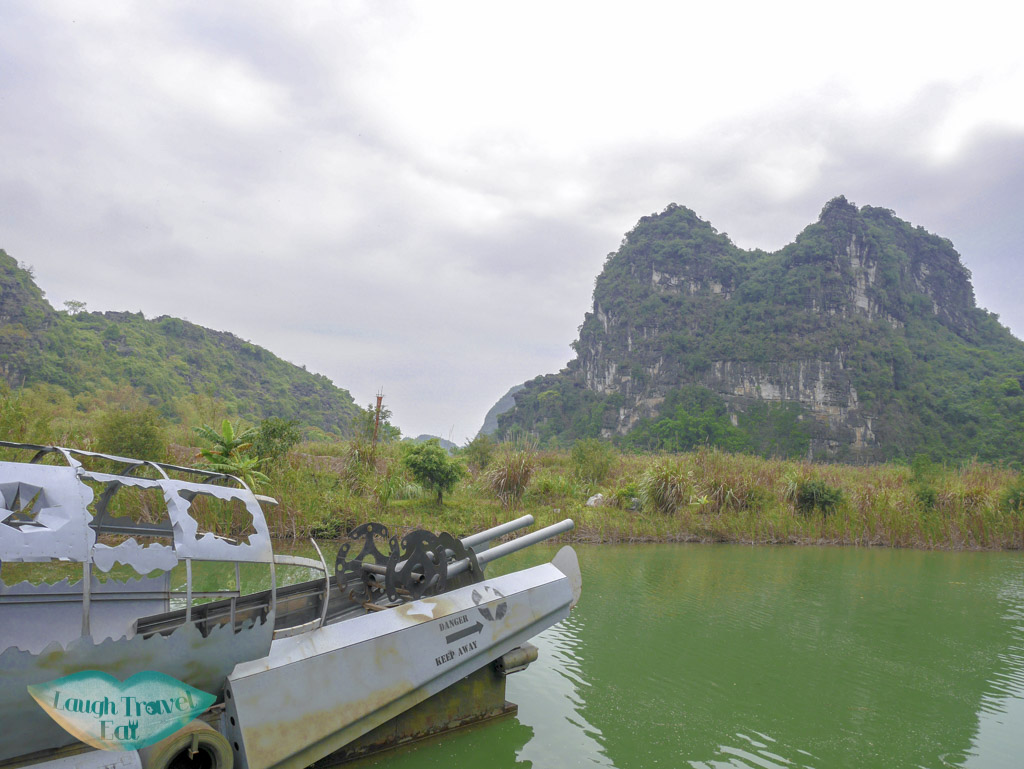 skull-island-boat-trang-an-boat-tour-ninh-binh-vietnam-laugh-travel-eat