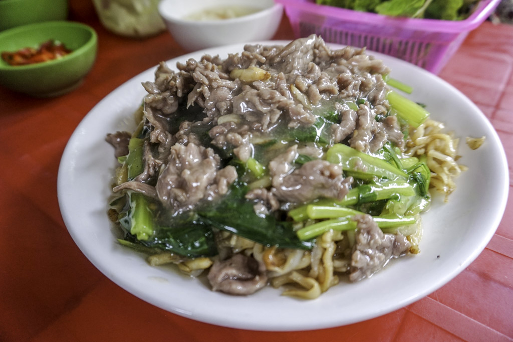 stir-fried-beef-noodles-hanoi-vietnam-laugh-travel-eat