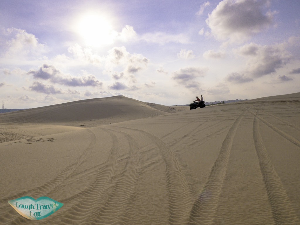 white-sand-dune-mui-ne-vietnam-laugh-travel-eat