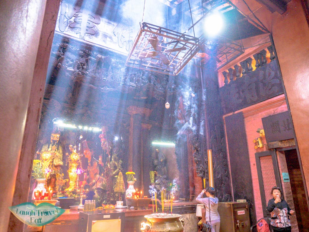 inside-jade-emperor-temple-ho-chi-minh-city-vietnam-laugh-travel-eat
