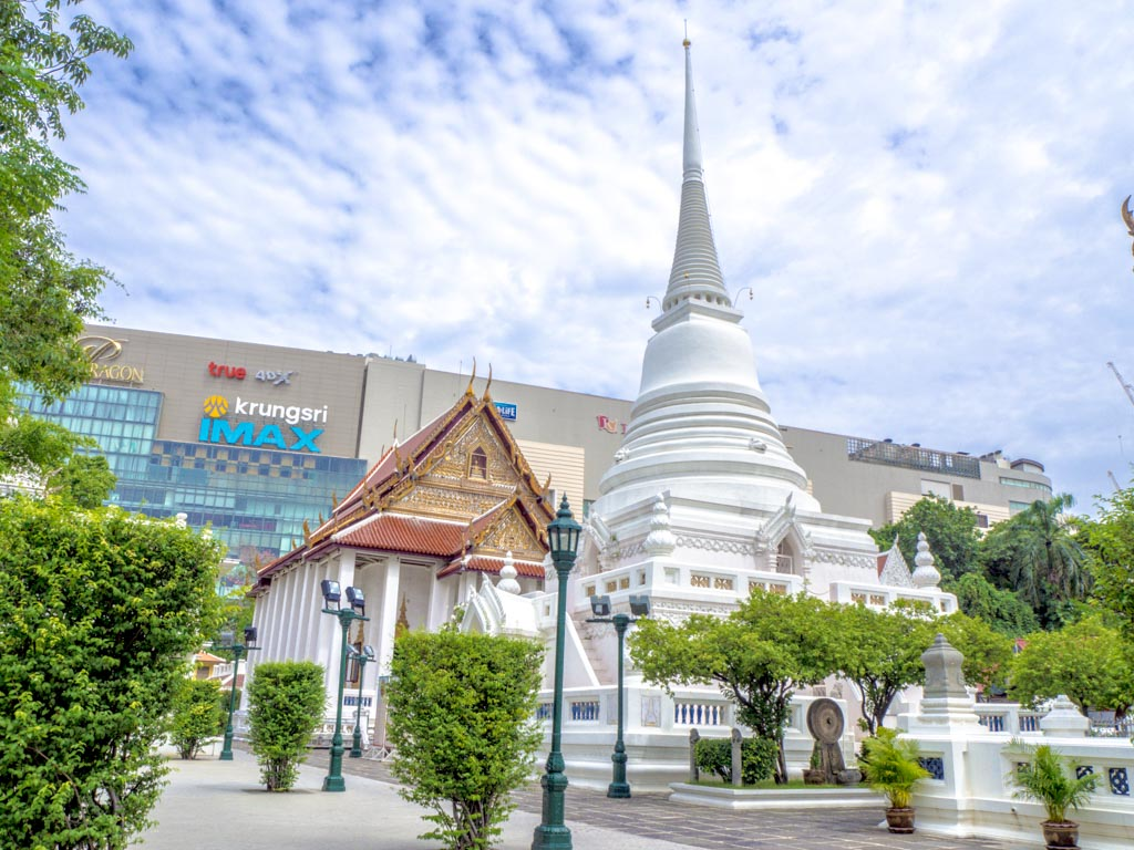 Wat-Pathum-Wanaram-bangkok-Thailand-laugh-travel-eat