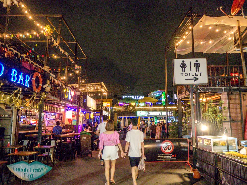 bar-and-restarurants-in-Ratchada-Night-Market-bangkok-thailand-laugh-travel-eat