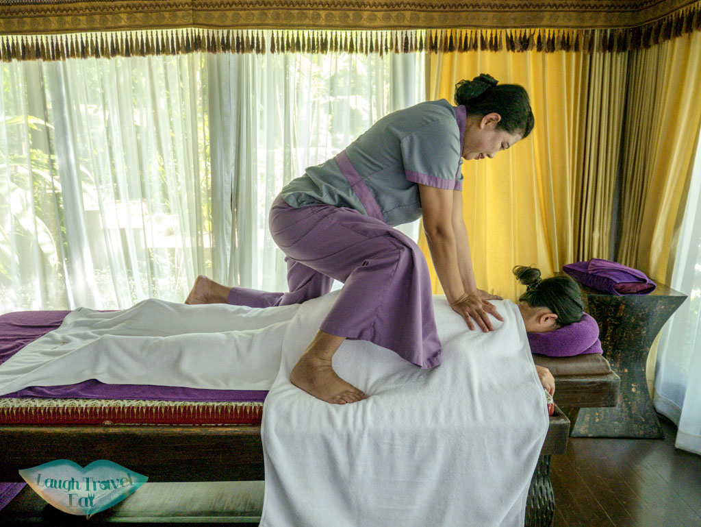 oil-massage-at-spa-at-Panviman-Spa-Chiang-Mai-Thailand-laugh-travel-eat