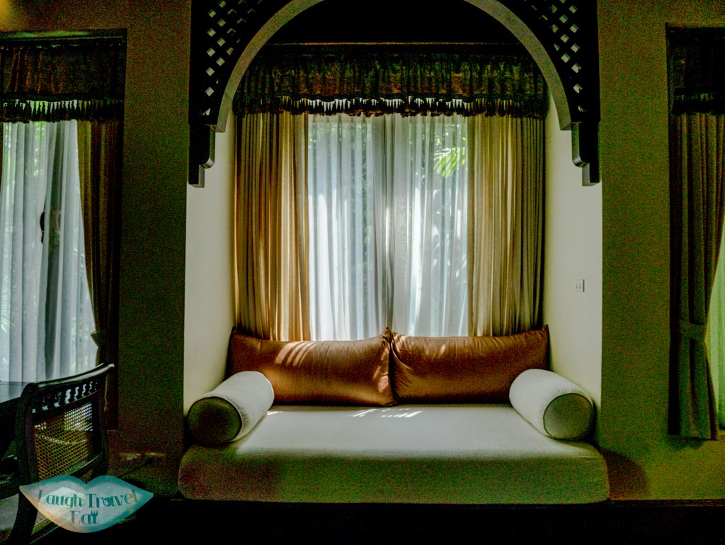 windo-seat-in-Jacuzzi-Villa-Panviman-Spa-Chiang-Mai-Thailand-laugh-travel-eat