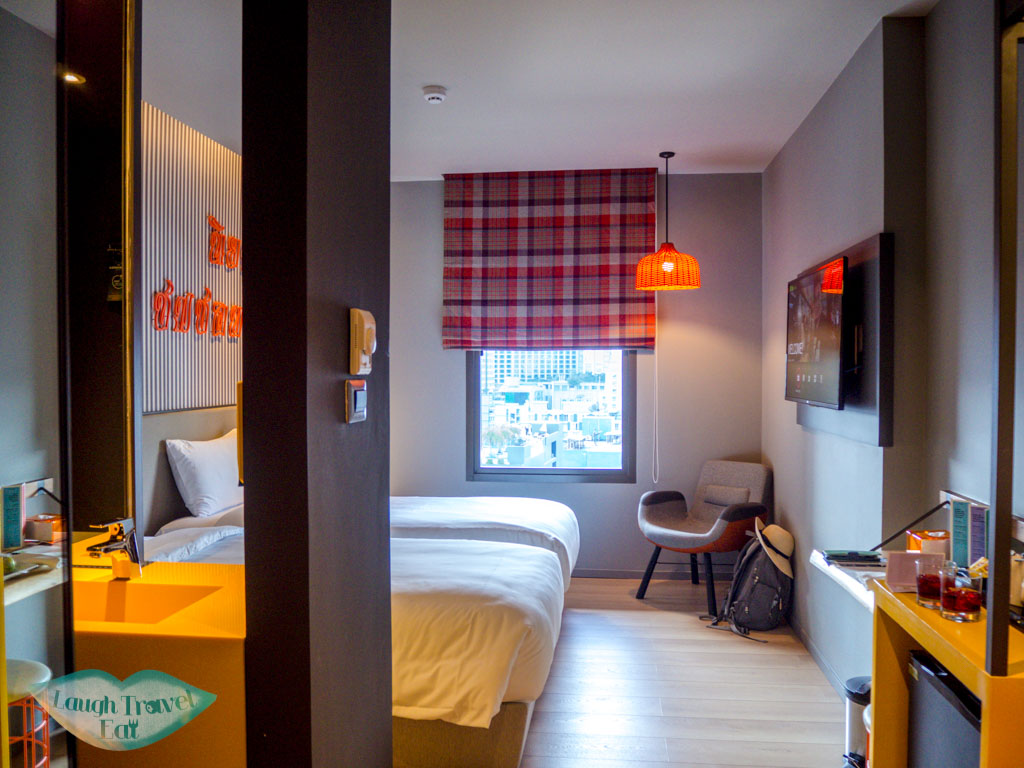 Ibis-Bangkok-Sukhumvit-4-twin-room-bangkok-thailand-laugh-travel-eat