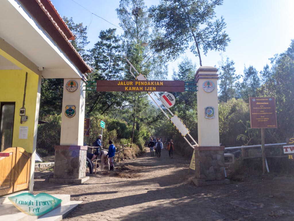 entrance-to-kawah-ijen-java-indonesia-laugh-travel-eat
