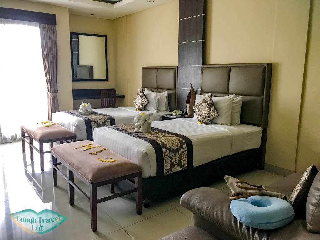 twin-room-dpenjor-seminyak-bali-indonesia-laugh-travel-eat