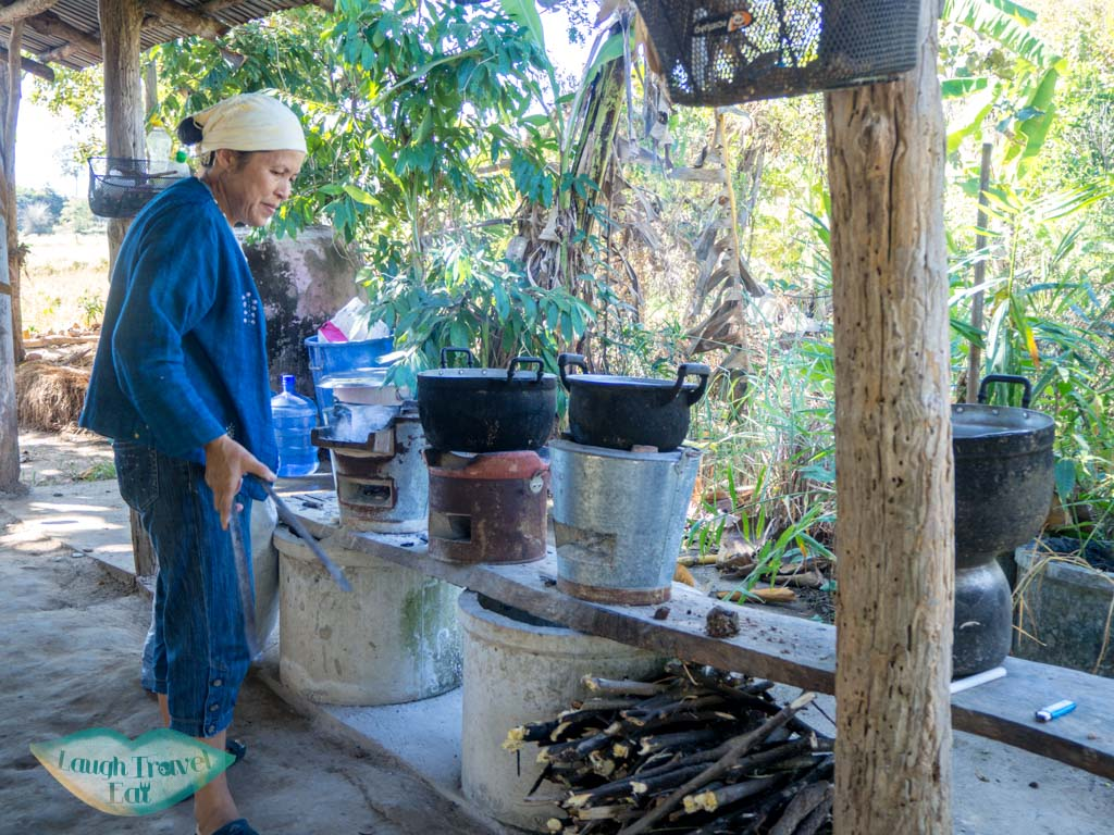 cooking-station-Sommanus-Farm-Ban-Nong-San-sakon-nakhon-thailand-laugh-travel-eat