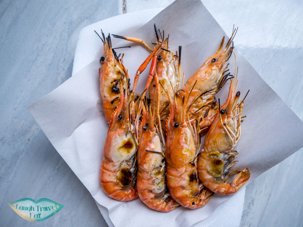 grilled-shrimps-amphawa-floating-market-bangkok-thailand-laugh-travel-eat