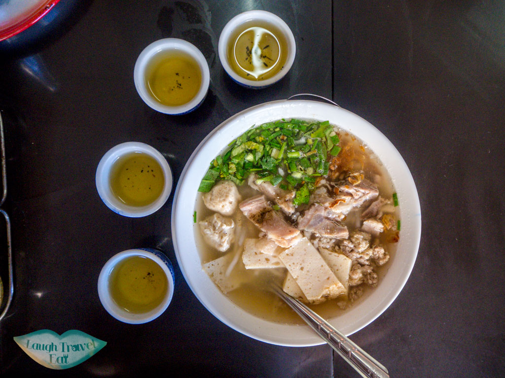 noodles-at-Lert-Rot-Fried-Egg-sakon-nakhon-thailand-laugh-travel-eat