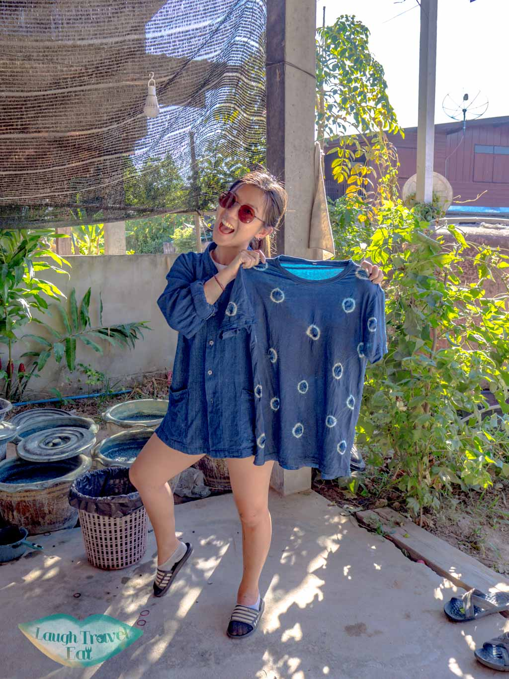 tie-dye-indigo-sakon-nahkon-thailand-laugh-travel-eat