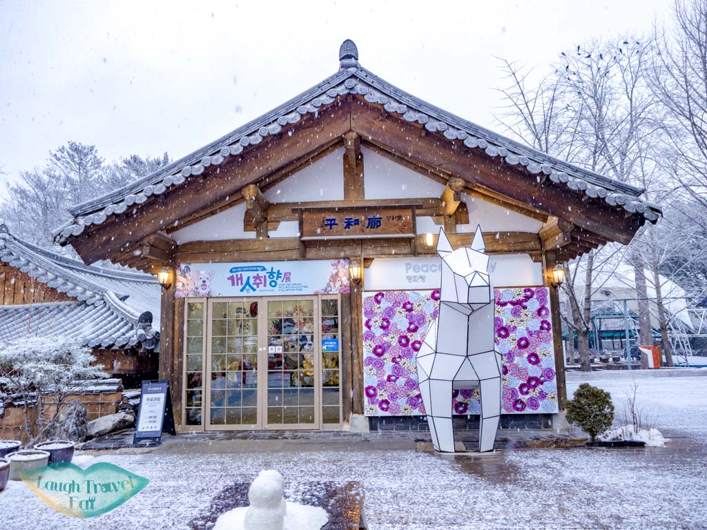 art-gallery-nami-island-gangwon-south-korea-laugh-travel-eat