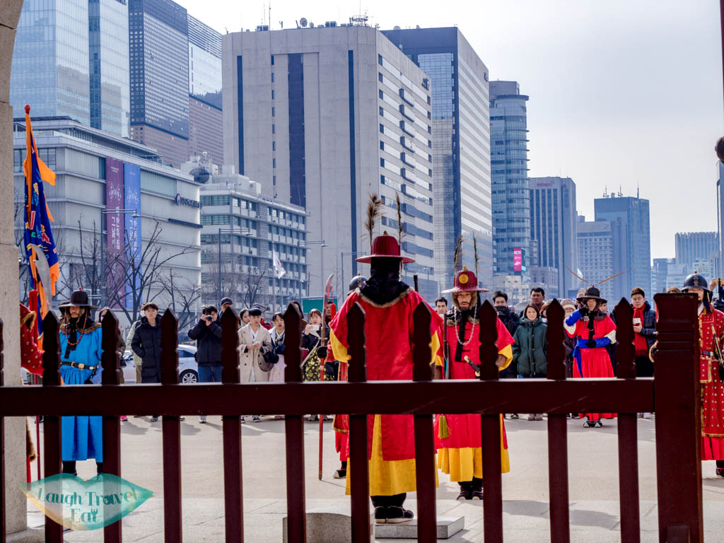 changing-of-guards-Gyeongbokgung-seoul-south-korea-laugh-travel-eat