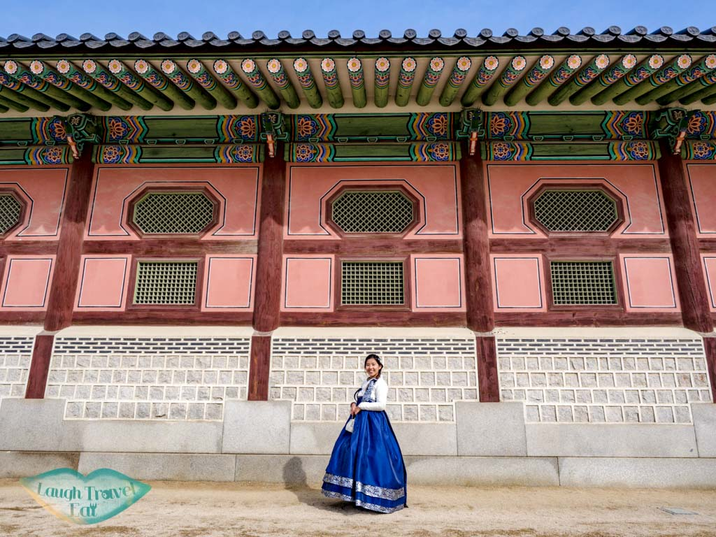 outer-gallery-Gyeongbokgung-seoul-south-korea-laugh-travel-eat