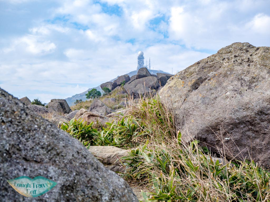 rock-outcrop-heading-towards-tai-mo-shan-lookout-wo-yang-shan-hong-kong-laugh-travel-eat
