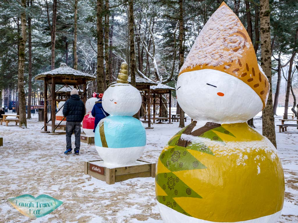 snowman-statues-nami-island-gangwon-south-korea-laugh-travel-eat