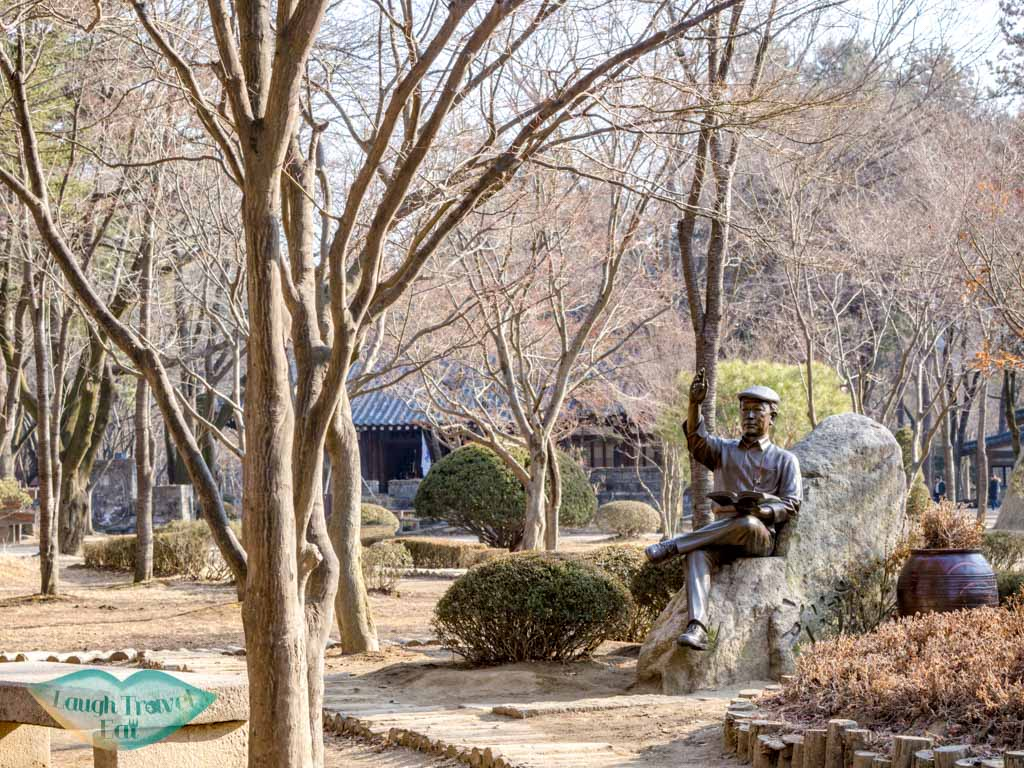 statue-of-founder-nami-island-gangwon-south-korea-laugh-travel-eat