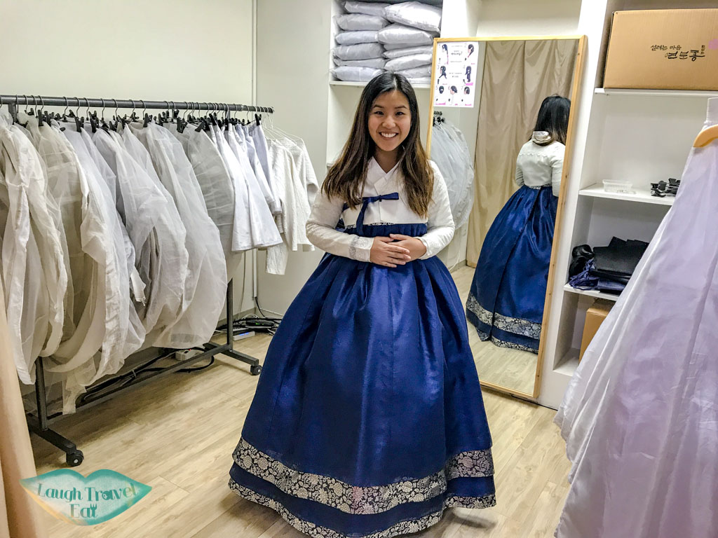 getting-dressed-in-hanbok-3355-seoul-south-korea-laugh-travel-eat