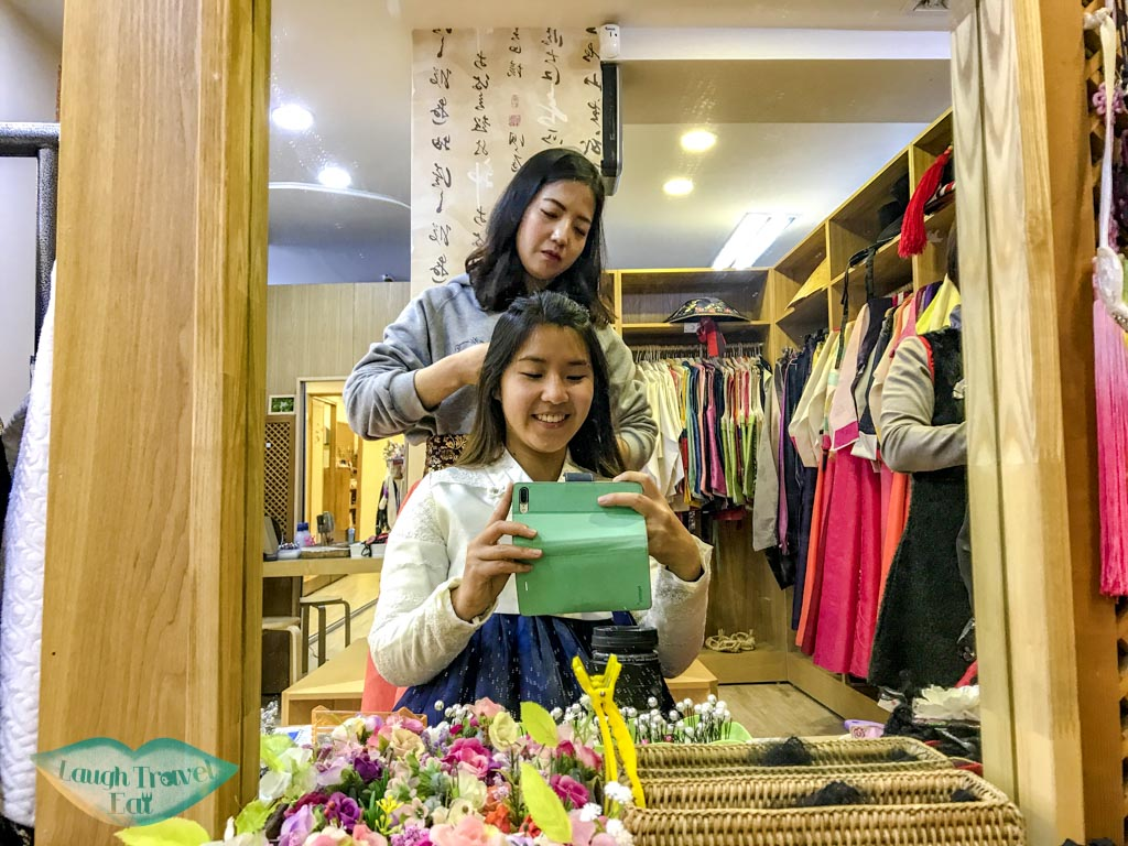 getting-hair-done-in-hanbok-3355-seoul-south-korea-laugh-travel-eat