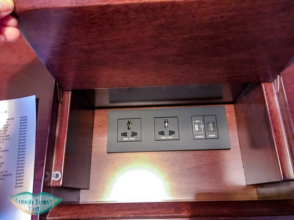 hidden-charging-dock-lescape-hotel-seoul-myeongdong-south-korea-laugh-travel-eat