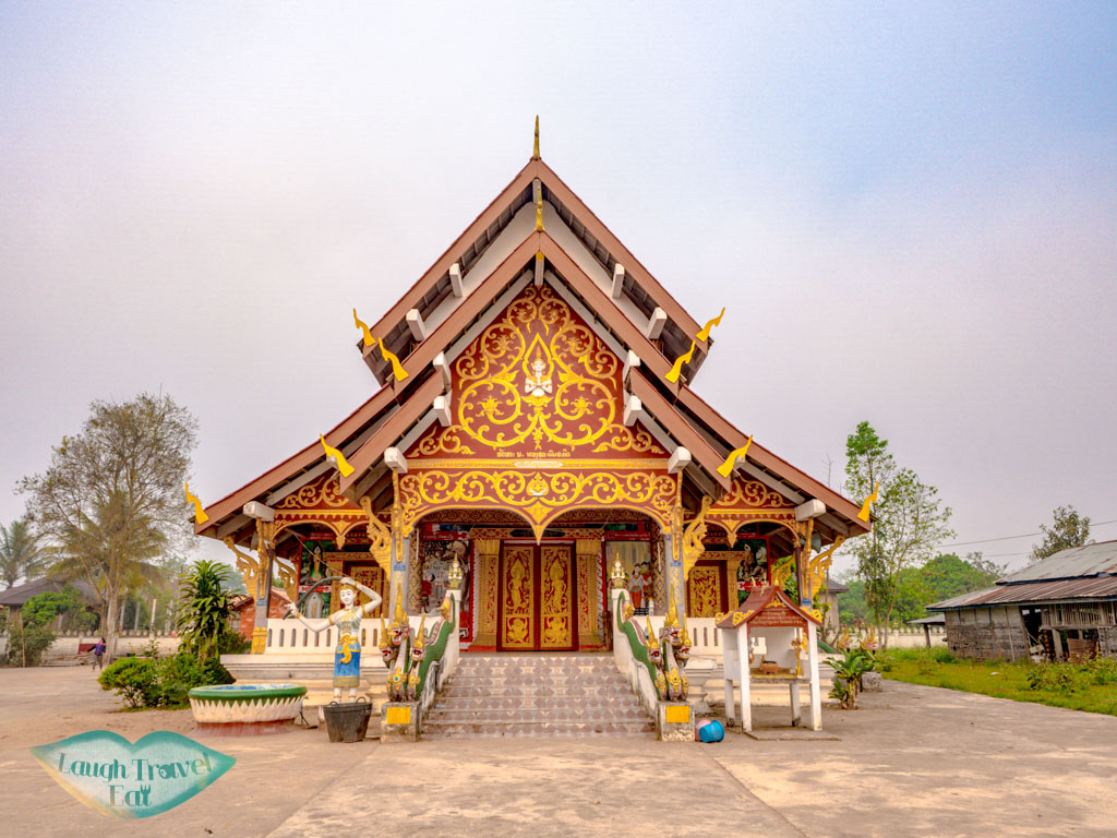 temple-near-vieng-neua-homestay-luang-namtha-laos-laugh-travel-eat